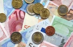 Wejść do strefy euro czy zostać przy złotym?