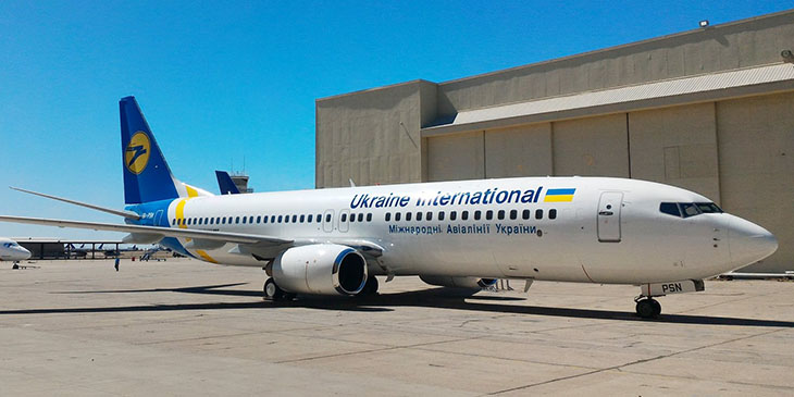 Boeing 737-800 UIA
