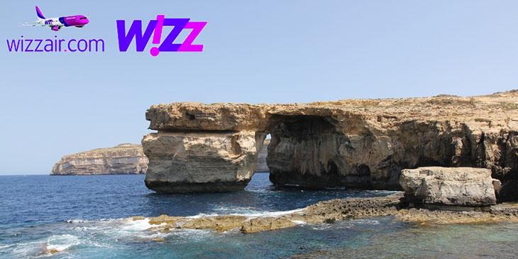 Lazurowe Okno, naturalna formacja skalna na wyspie Gozo, widok od strony lądu.