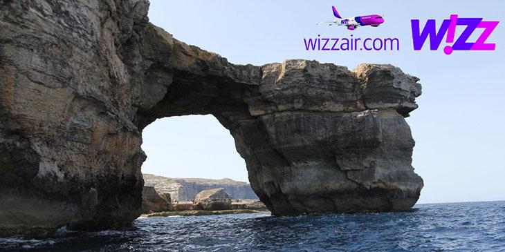 Lazurowe Okno, naturalna formacja skalna na wyspie Gozo, widok od strony morza.