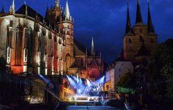 Spektakl operowy w średniowiecznej scenerii