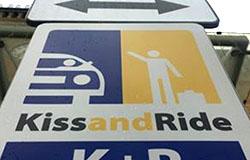 Strefa Kiss & Ride przed dworcem w Toruniu