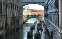 Wzlot czy upadek turystyki?