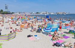 Turystów nad morzem coraz więcej