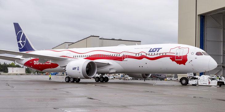 Lot pokazuje biało-czerwonego Dreamlinera na 100-lecie odzyskania niepodległości
