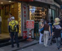 Turyści w Turcji kupują drogocenne przedmioty