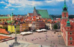 Coraz więcej turystów odwiedza Warszawę