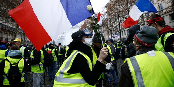 """""""Żółte kamizelki"""" hamują turystykę we Francji"""