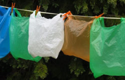 Torby plastikowe na cenzurowanym w Tanzanii