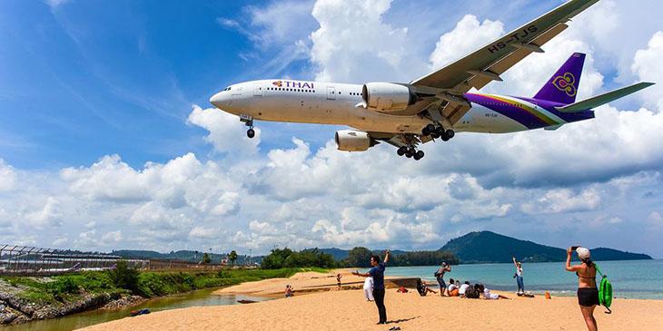 Plaża Mai Khao w Tajlandii