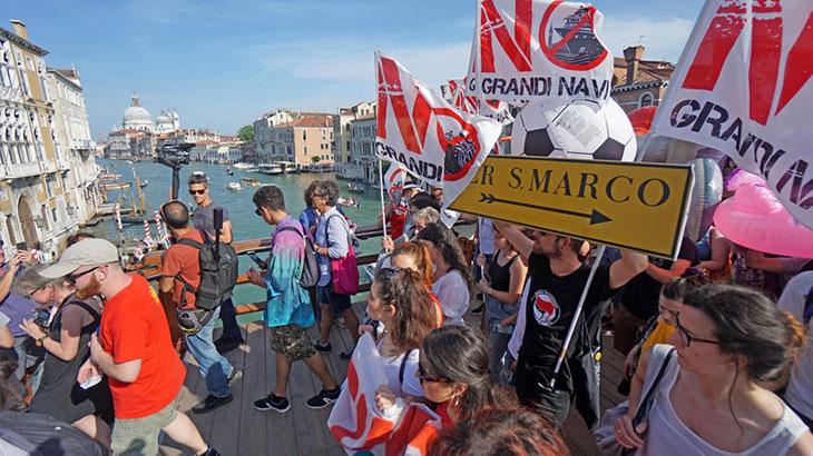 Protest przeciw statkom wycieczkowym w Wenecji