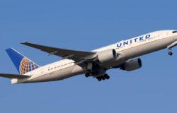 Futbolista pozywa United Airlines za molestowanie podczas lotu