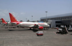Piloci Air India grożą strajkiem: chcą szczepień na COVID-19