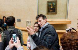 Popularne miejsca walczą z turystami robiącymi zdjęcia