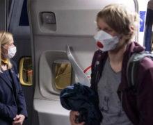 Pasażer wyleciał z samolotu za odmowę noszenia maski