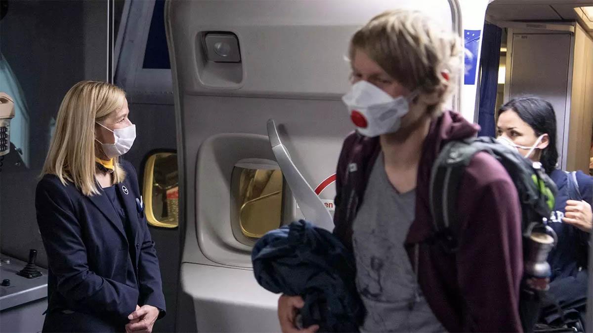 Maseczki w samolocie