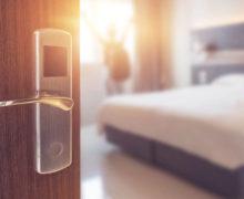 Hotele: Na wakacje zarezerwowano zaledwie 20 proc. pokoi