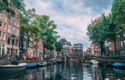 Amsterdam wyrzuca Airbnb z centrum miasta