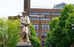 Booking.com zlikwiduje tysiące miejsc pracy