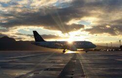 Pasażerowie bez masek? Linie lotnicze chcą podjęcia kroków prawnych
