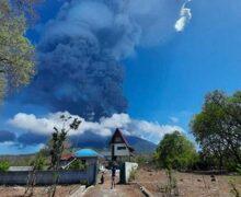 Przebudził się wulkan Levotolo w Indonezji