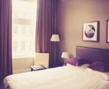 Brytyjska sieć hoteli ósmy rok najniżej w rankingu