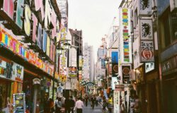 Japonia rozważa wydłużenie stanu wyjątkowego. Walka z COVID-19 bez efektów