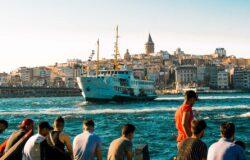 Turcja rozpoczyna masowe szczepienia pracowników turystyki