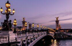 Francja chce na lato otworzyć granice dla zaszczepionych turystów