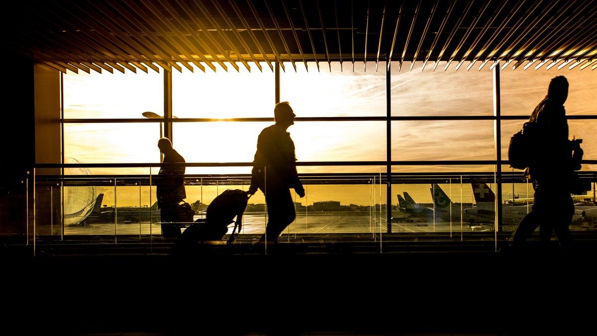Turyści na lotnisku