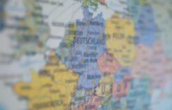 UE zezwoli zaszczepionym Amerykanom latem podróżować po Europie