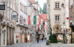 Wracają obostrzenia w Austrii: maski we wszystkich sklepach dla niezaszczepionych