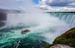 Wypadek autobusu wycieczkowego nad wodospadem Niagara: dwóch pasażerów w stanie krytycznym
