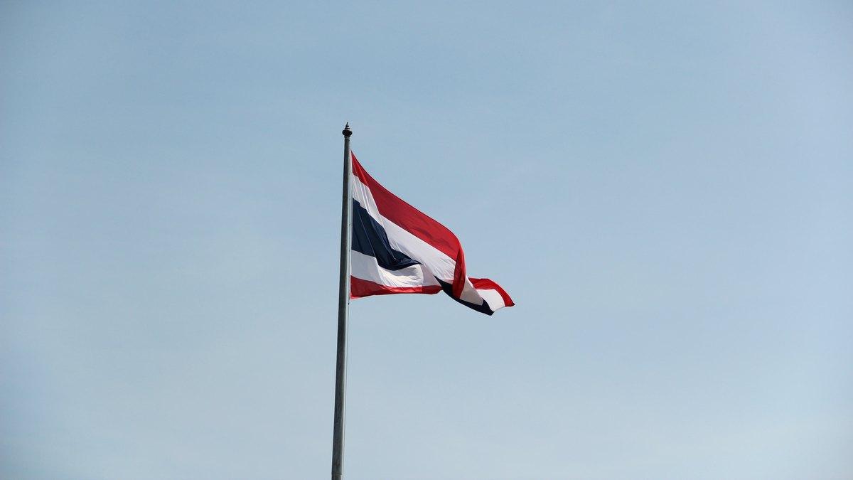 Flaga Tajlandii na maszcie