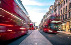 Anglia rezygnuje z wprowadzenia pasportów covidowych w klubach nocnych